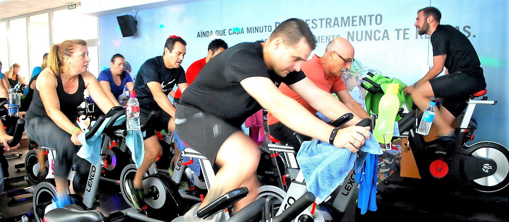 Ciclo indoor en un gimnasio en Vigo