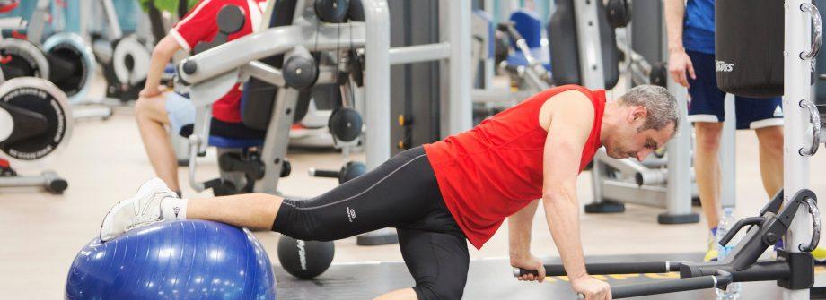 Usuario practicando deporte en gimnasio en Vigo