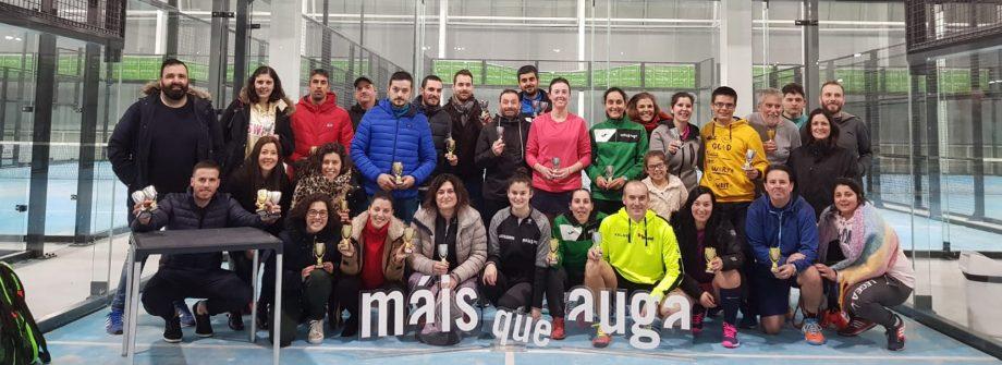 Participantes en la liga de padel Vigo máis que auga